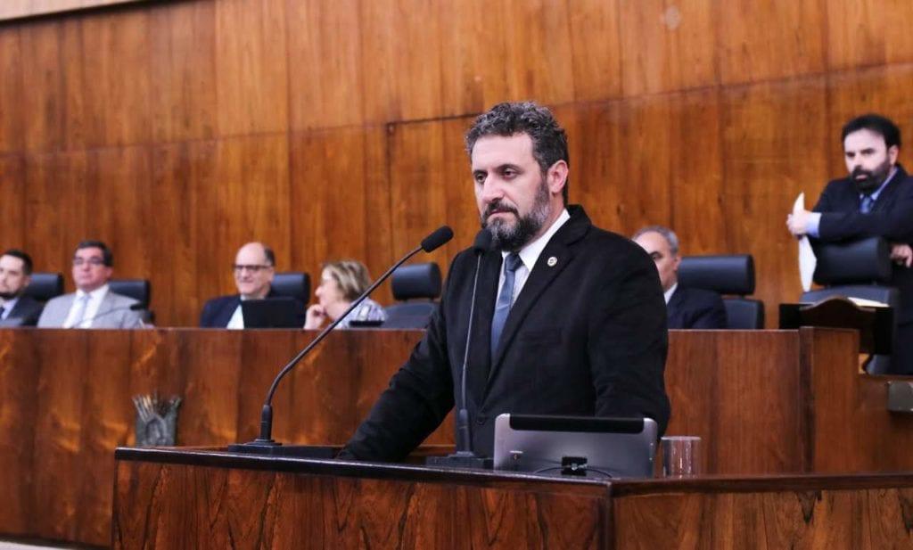 Deputado Issur Koch foi o proponente da homenagem