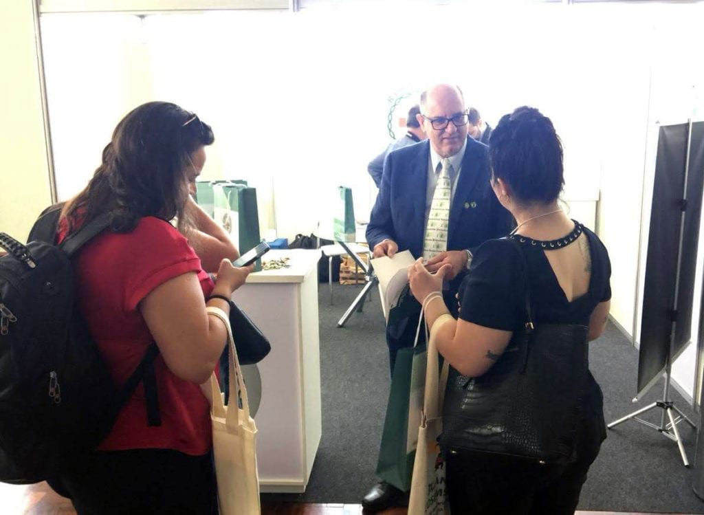 CRBM-5 distribuiu material sobre a biomedicina aos gestores públicos de SC